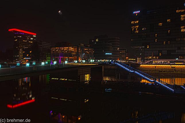 Langzeitbelichtung Düsseldorfer Medienhafen (c) Olav Brehmer