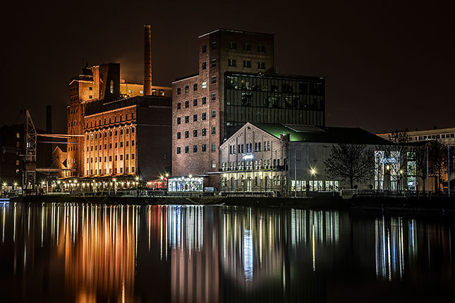 Langzeitbelichtung Duisburger Innenhafen, © Olav Brehmer