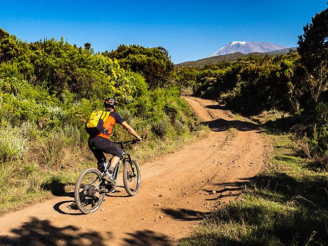 Storytelling - mit dem eBike auf den Kilimandscharo ©Adrian Rohnfelder