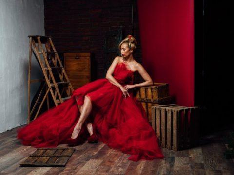 Rot-Schwarz: Studio- und Fashionfotografie mit Thomas Adorff