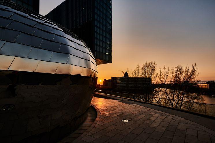 Architekturfotografie im Düsseldorfer Medienhafen zur Blauen Stunde (c)K2 Studio, Jochen Kohl